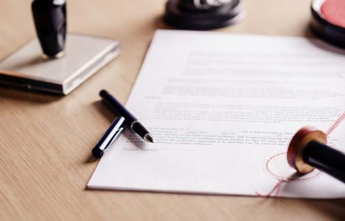 Notariat Anwaltsbüro Berlin, Papiere auf dem Tisch